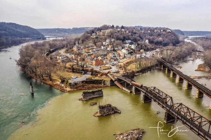 سقوط واگنهای قطار در رودخانه در آمریکا