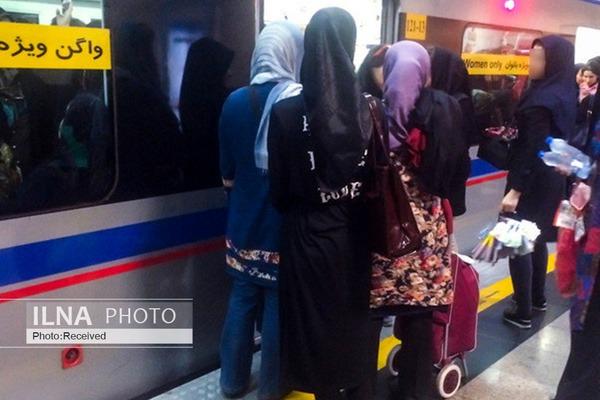 """کرونا دستفروشان مترو را تعطیل نکرد/ زنانی که اگر """"میتوانستند"""" نمیآمدند"""