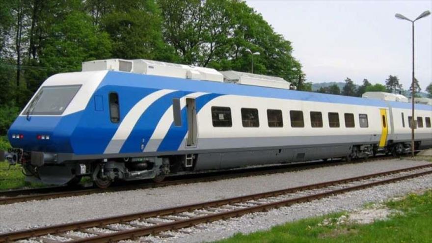 راه افزایش بهره وری راه آهن واگذاری بهره برداری به بخش خصوصی است