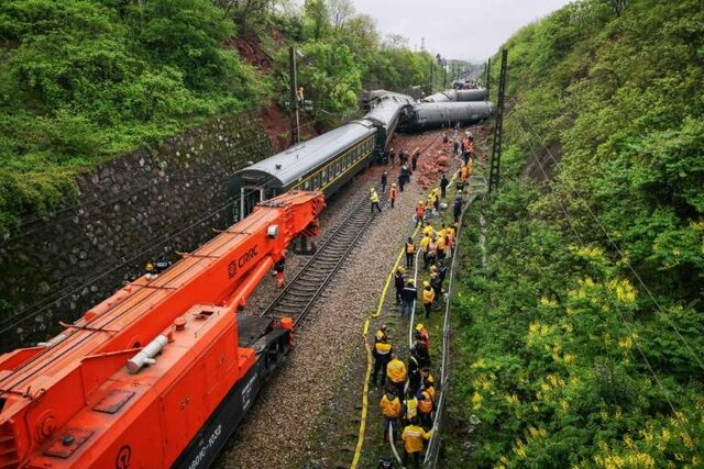 خروج مرگبار قطار مسافربری از ریل در چین