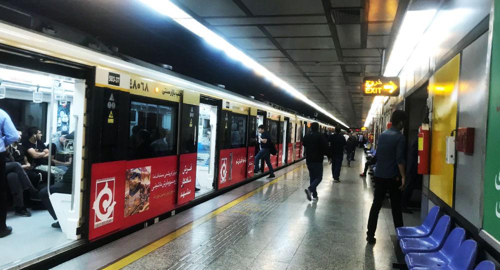 چالشهای مردم و متروسواری در قطارهای شلوغ با ماسکهای کمیاب در شرایط غیرعادی که قرمز نیست!