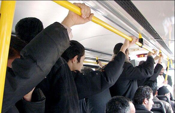 فاصله گذاری اجتماعی در حمل و نقل عمومی تهران؛ از حرف تا عمل