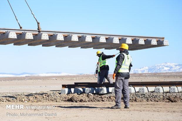 استان کردستان در مسیر توسعه/صدای سوت قطار به گوش می رسد