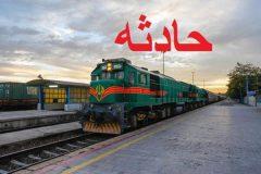 برخورد قطار با پراید در قزوین / راننده جان سالم بدر برد