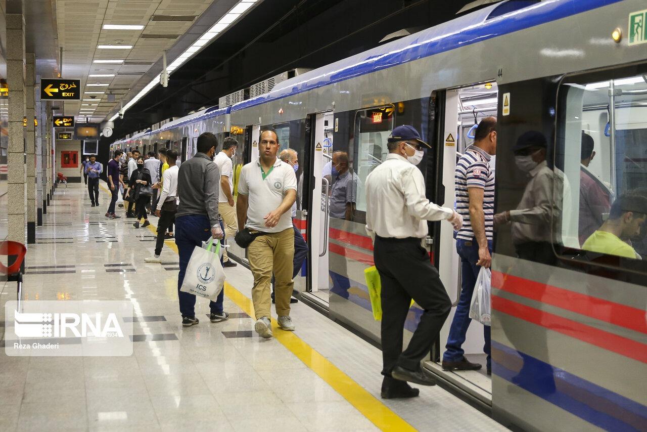 مسافران مترو شیراز، ماسک اجباری بدون ساز و کار اجرایی