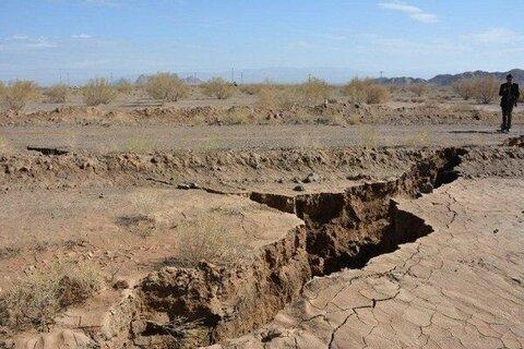 شکافهای ۸۰ کیلومتری نیشابور در نزدیکی ریل راهآهن