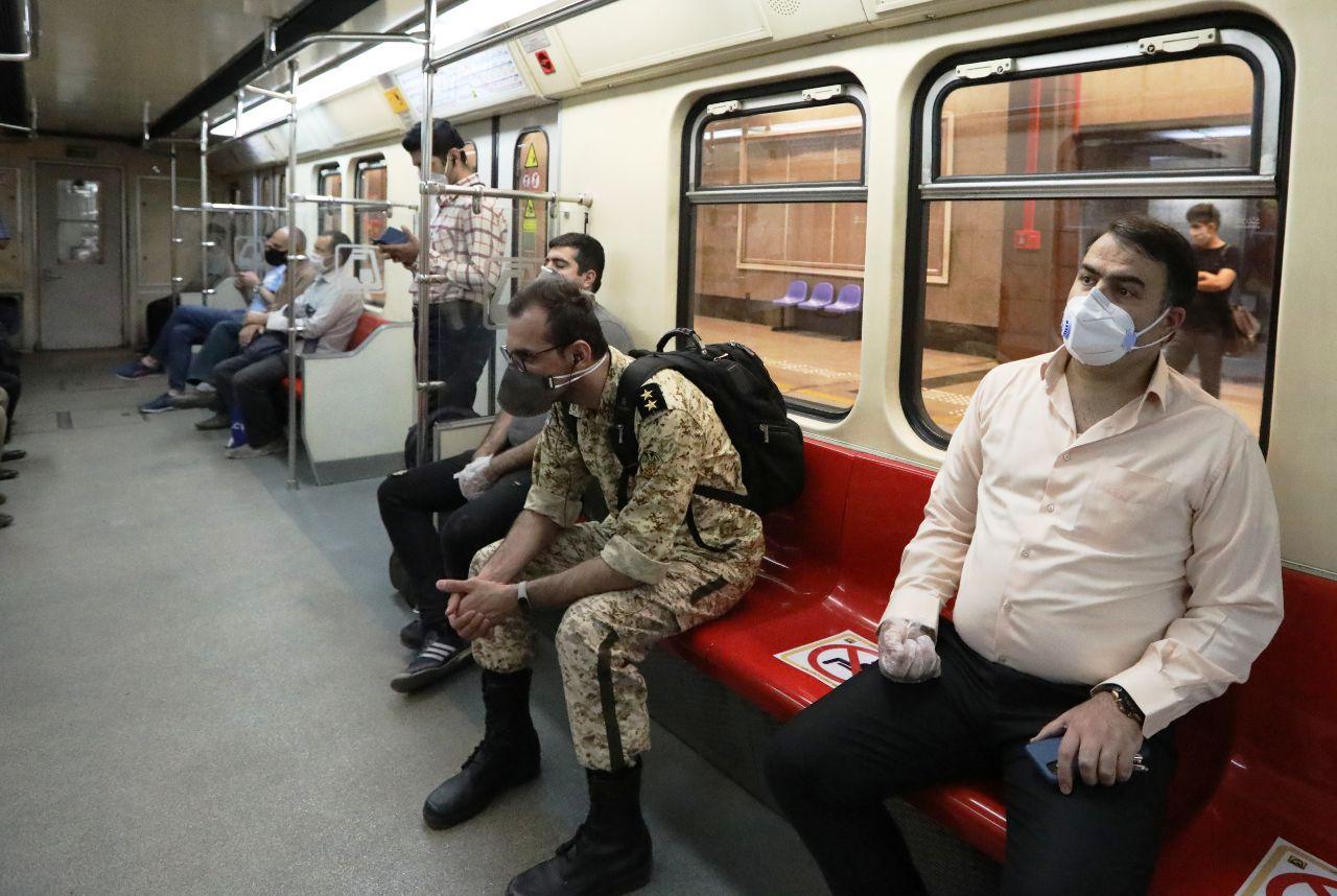 استفاده حداکثری شهروندان از ماسک در شهر زیر زمینی