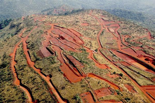 طرح راه آهن و بندر در جهت بهره برداری از سنگ آهن سیماندو گینه