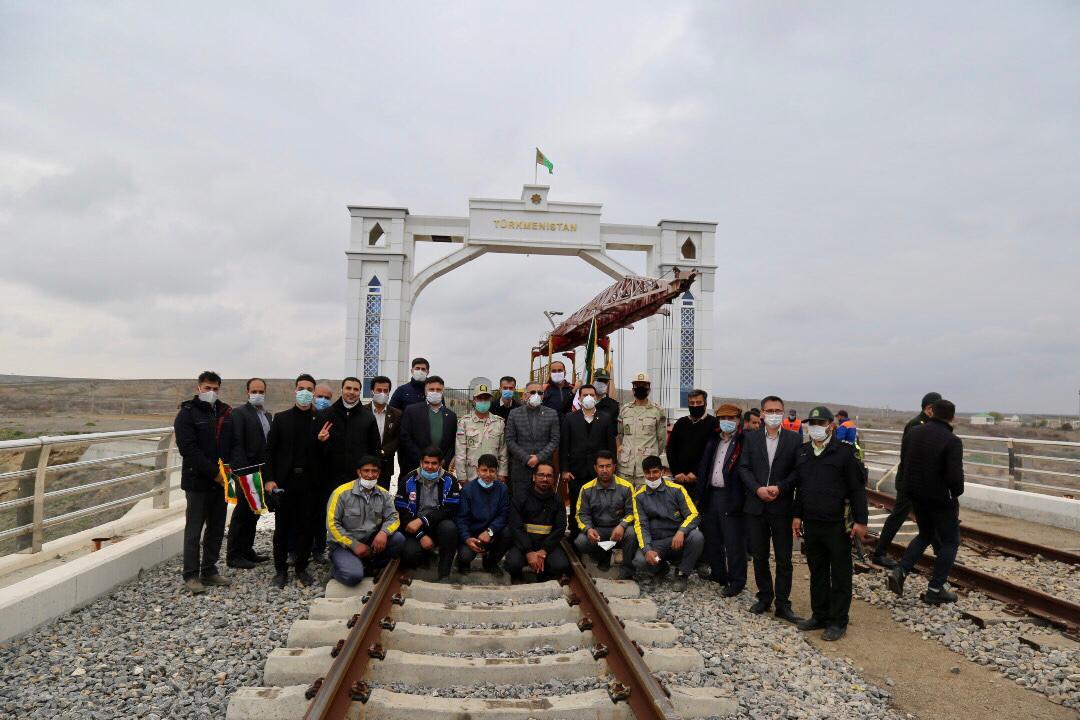 خط عریض دو کشور ایران و ترکمنستان به یکدیگر متصل شد + تصاویر