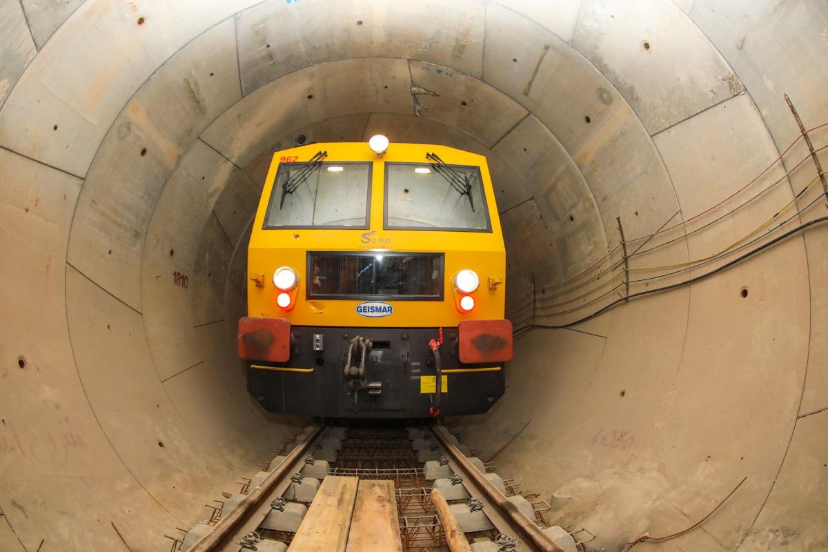 آغاز نصب تجهیزات در خط دوم مترو شیراز