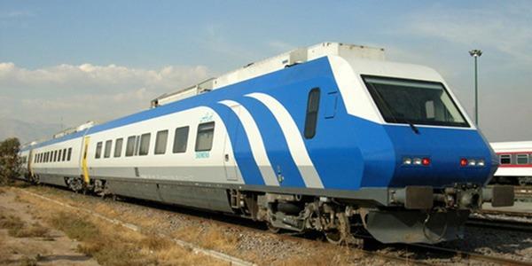نقص فنی در قطار پرسرعت یزد-تهران / تلاش مأموران برای راه اندازی دوباره قطار